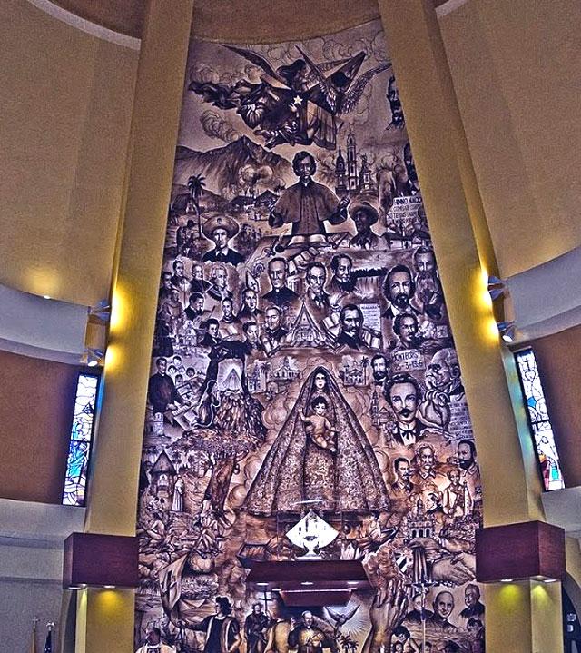 El asombroso altar mayor de la Ermita de la Caridad de Miami. Por Félix José Hernández.    cubademocraciayvida.org                                                                                        web/folder.asp?folderID=136