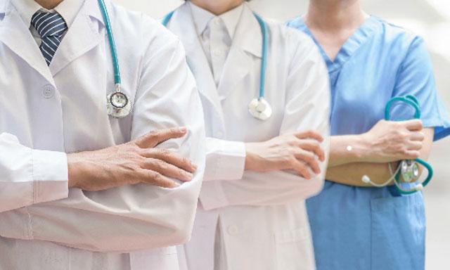Médicos o esclavos, los héroes invisibles. Por el Licenciado Frank Braña.           cubademocraciayvida.org                                                             web/folder.asp?folderID=136