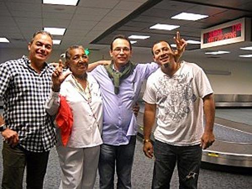 Apoya proyecto para Reina Loina, el ex-preso político cubano Juan Carlos Herrera Acosta: ¡¡CUBANO ÚNETE A ESTA CAMPAÑA!! ¡¡Reina Loina Tamayo Danger merece una vivienda, necesita paz interior!!. ¡¡Esperemos la dignidad de los exiliados!!...  web/folder.asp?folderID=136