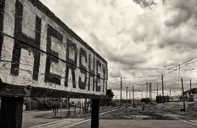 """Milton Hershey, Cuba, mi barrio y yo. """"Dos tipos de trenes pasaban diariamente, varias veces al día, y con horarios regulares por el Reparto Antonio Guiteras, al este de La Habana"""". Por Marta M. Requeiro Dueñas. cubademocraciayvida.org web/folder.asp?folderID=136"""