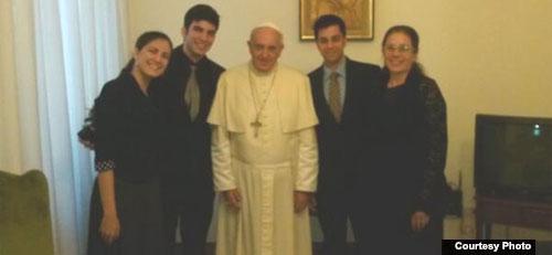 Circula entre católicos cubanos carta que la familia Payá entregó al Papa. cubademocraciayvida.org web/folder.asp?folderID=136