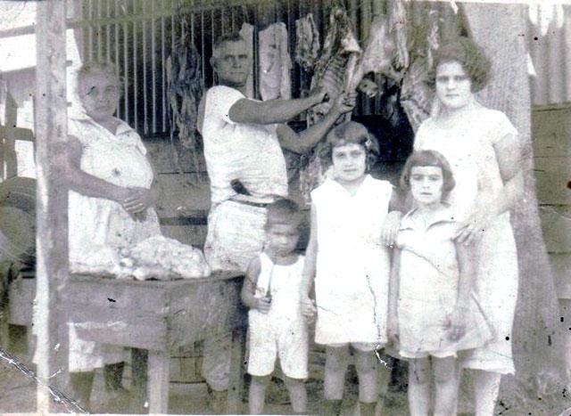 COSAS DE CUBA: La explotación de niñas en el despalillo de tabaco en Camajuaní. Por Félix José Hernández.  cubademocraciayvida.org                                                        web/folder.asp?folderID=136