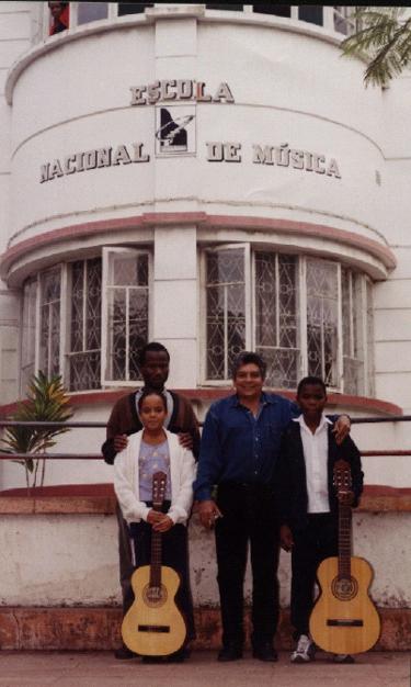 """Entrevistas realizadas a Guillermo Milán Reyes, editor y redactor de esta página Web """"Cuba Democracia Y Vida, por varios periodistas de importantes periódicos en Maputo-Mozambique, a mediados del 2004. CUBA DEMOCRACIA Y VIDA"""